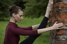 Mary Helen Bowers: The Importance of Stretching Ballet Stretches, Ballet Moves, Ballet Barre, Dance Warm Up, Dance With You, Yoga Inspiration, Fitness Inspiration, Ballet Body, Ballet Style