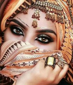 This article is all about Hazel Eyes and the Details you need to know about it. We also cover the kind of makeup you can do to compliment your hazel eyes. Arabian Eyes, Arabian Makeup, Arabian Beauty, Arabian Nights, Beautiful Hijab, Gorgeous Eyes, Pretty Eyes, Indian Makeup, Indian Beauty
