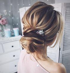 Wedding updo for straight hair   Wedding hairstyle   fabmood.com #weddinghair #bridalupdo #texturedhair #promhair #braid #updo #upstyle #hairdo #bridalhair #wedding #weddingupdos
