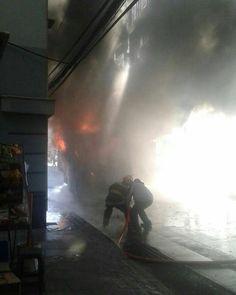 FEATURED POST @backdraftphotographs - Clave 1-2 (incendio vehicular pesado) blanco frente reloj Turri. Unidades 11-81 CB Valparaíso. Aporte de @z_alfredo Mándanos tu aporte por nuestro correo o vía Direct. . . ___Want to be featured? _____ Use #chiefmiller in your post ... http://ift.tt/2aftxS9 . . CHECK OUT! Facebook- chiefmiller1 Periscope -chief_miller Tumblr- chief-miller Twitter - chief_miller YouTube- chief miller . . #firetruck #firedepartment #fireman #firefighters #ems #kcco…