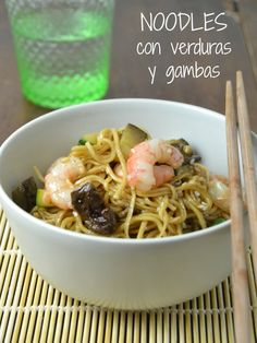 Noodles con verduras y gambas / Vegetables and prawns noodles Udon Noodles, Prawn, Wok, Spaghetti, Healthy Recipes, Healthy Food, Asian, Vegetables, Cooking