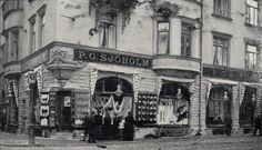 PG Sjöholm. The exterior of the store in 1925.