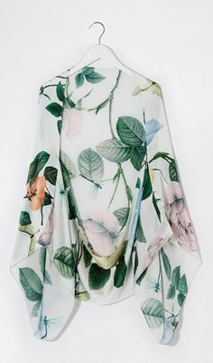 Dear Kelsey, A kimono cardigan with a print like this would feel like wearing art! Hippy Chic, Boho Chic, Style Outfits, Summer Outfits, Paris Couture, Fashion Week, Womens Fashion, Fashion Online, Poncho