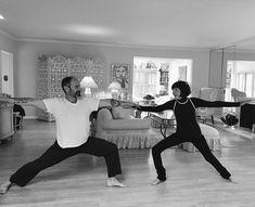 La vârsta de 75 de ani, americanca Phyllis Sues a început să practice gimnastica aeriană, la 80 de ani - yoga, iar la 90 a realizat primul salt cu paraşuta Yoga, Couple Photos, Couples, Couple Shots, Couple Pics, Yoga Tips, Couple Photography, Romantic Couples, Couple