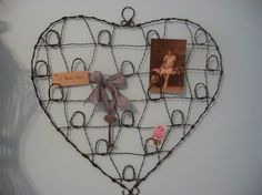 a great vintage style rustic heart shaped wire wall organizer perfect way to show off your paper treasures, notes,photos,keepsakes and mementos etc. Wire Picture Holders, Vintage Style, Vintage Fashion, Wall Organization, Wire Work, Heart Shapes, Hearts, Display, Rustic