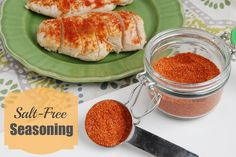 This salt free spice rub is the perfect seasoning mix to put on chicken, pork or fish to add extra flavor! Salt Free Seasoning, Seasoning Mixes, Healthy Cooking, Healthy Eating, Cooking Tips, Food Tips, Healthy Meals, Healthy Food, Food Ideas