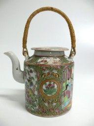 Teekanne mit Henkel China Famille Rose / Teapot