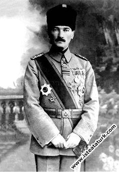 1918-Mustafa Kemal Ordu Komutanı  ve Padişah Yaveri iken, İstanbul.(31 Ekim- 13 Kasım 1918)