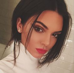 LOOK magazine #KylieJenner    Wow. Kendall Jenner's just outdone Kylie in the 'Most Talked About Selfie' stakes... THAT. BODY: http://lookm.ag/co9uan