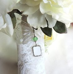 Who Wedding Bouquet Charms, Wedding Bouquets, Star Wedding, Wedding Bride, Unique Bridal Shower Gifts, Small Picture Frames, Wedding People, Spring Wedding Inspiration, Photo Charms