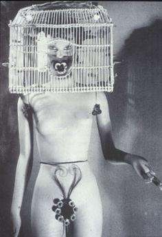 Escultura de Andre Masson para o International Surrealism Exhibition Shown na Galerie St. Phillipe du Roule, Paris, 1938. MANNEQUIN