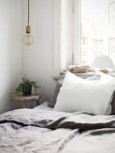 Green-leaves-in-bedroom
