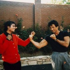 Michael Jackson and Sylvester Stallone, 1985 Paris Jackson, Mike Jackson, Michael Jackson Memes, Michael Jackson Wallpaper, Michael Jackson Bad Era, Jackson Family, Sylvester Stallone, Lisa Marie Presley, Elvis Presley
