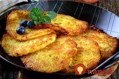 Výborný nápad, ako pripraviť z jabĺk perfektnú sladkú pochúťku, ktorú si určte zamiluje celá rodina. Je to úplne jednoduché, podobné ako pri príprave zemiakových placiek, akurát namiesto zemiaku použijete jablko!