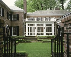 love the exterior paint and architecture Beautiful Architecture, Architecture Details, Future House, My House, Shaker Heights, Home Additions, Plein Air, Interior And Exterior, Colonial Exterior