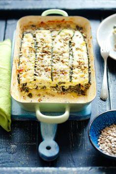 Wegetariańskie lasagne z cukinii Plat Simple, Mozzarella, Quiche, Catering, Vegetarian Recipes, Food And Drink, Bread, Vegan, Dinner