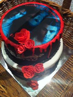 vampire cakes | vampire birthday cake Brithday Cake, Cute Birthday Cakes, 16th Birthday, Birthday Ideas, Halloween Sweet 16, Halloween Cakes, Halloween Party, Vampire Diaries, Joseph Morgan