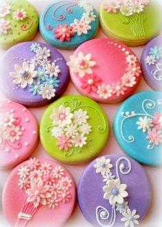 Ryan next years figolli? Fancy Cookies, Iced Cookies, Cupcake Cookies, Sugar Cookies, Chocolate Covered Treats, Chocolate Diy, Flower Cupcakes, Flower Cookies, Biscuit Decoration