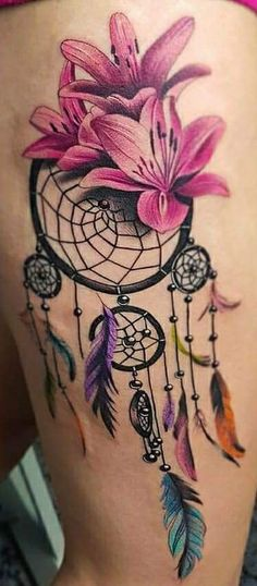 Gorgeous Dreamcatcher Tattoo On Thigh - Dream Catcher With Flower - Dream Catcher Tattoo: Dreamcatcher Tattoo Meaning, Ideas and Designs, Tattoos for Women, Dream Catcher Tattoo On Thigh Atrapasueños Tattoo, Tigh Tattoo, Tattoo Bunt, Tattoo Life, Girly Tattoos, Pretty Tattoos, Unique Tattoos, Body Art Tattoos, Small Tattoos