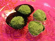 Bitterness of Powdered Green tea coupled with sweetness of Ganache, you will feel the arrival of new Japanese sweets! Japanese Candy, Japanese Sweets, Bitterness, Tea, Cooking, Ethnic Recipes, Green, Food, Kitchen