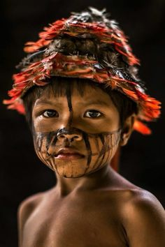 Simple face painting designs are not hard. Many people think that in order to have a great face painting creation, they have to use complex designs, rather then We Are The World, People Around The World, Around The Worlds, Beautiful Children, Beautiful People, Feral Heart, Xingu, Photo Portrait, Tribal People