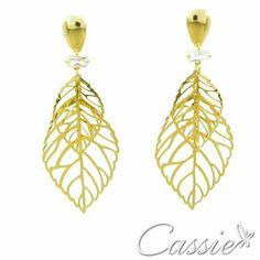 ✨ Brinco Campana folheado a ouro com cristal na base.    Use o Cupom de desconto CA10 e ganhe 10% de desconto.   ╔═══════════════════╗  #Cassie #semijoias #acessórios #moda #fashion #estilo #inspiração #tendências #trends #prata #bracelete #instajoias #love #pulseirismo #zirconias #folheado #dourado #muranos #berloques #charms #
