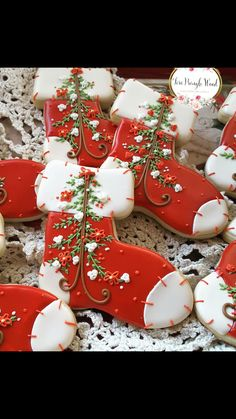 If you're looking for Christmas cookies DIY ideas, it will truly be very amusing and excellent ideas for you and your family members. Here are 50 Best Christmas cookie ideas for you. Without delay let us check them out that will surely get you inspired. Christmas Sugar Cookies, Christmas Sweets, Holiday Cookies, Christmas Baking, Fancy Cookies, Iced Cookies, Cute Cookies, Cookie Decorating, Creative