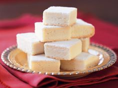 Per Previous Pinner: Buckingham Palace Shortbread. This a recipe given to me by Oregon tea maven, Jan Lambert. She insists that it's the very recipe made daily for the Queen's afternoon tea. Tea Recipes, Sweet Recipes, Cookie Recipes, Dessert Recipes, Recipies, Buckingham Palace, Shortbread Recipes, Scottish Shortbread Cookies, Caramel Shortbread