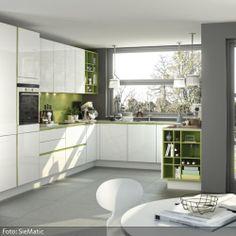 Einbauküche in Weiß-Grün | roomido.com