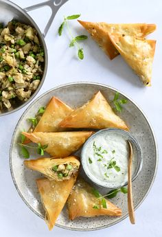 Yummy Eats, Yummy Food, Asian Recipes, Healthy Recipes, Dinner Is Served, Lunch Snacks, Asian Cooking, Street Food, Samosas