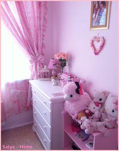 hello kitty room <3