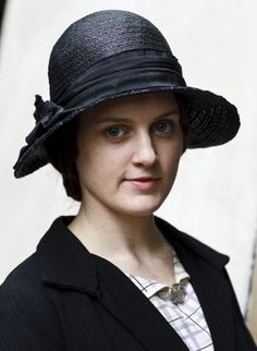Daisy of Downton Abbey, pretty, hat, costume, portrait, female actress (name IRL ?), photo