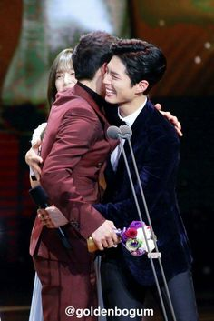 Song Joong Ki and Park Bo Gum at the 2016 KBS Drama Awards - I love celebrity friendships!
