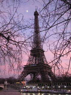 Torre Eiffel Paris, Tour Eiffel, Paris Girl, Simply Beautiful, The Good Place, France, Amazing Places, Backgrounds