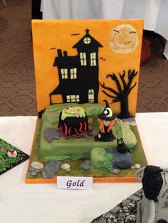 Halloween backdrop cake. Not mine.