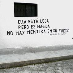 Ella está loca  Pero es mágica No hay mentira en su fuego  #poesia #streetart