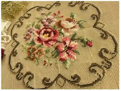 Needlepoint Roses w Scrollwork. Cushion Embroidery, Embroidery Art, Machine Embroidery, Needlepoint Designs, Needlepoint Pillows, Brother Innovis, Little Stitch, Cross Stitch Rose, Miniature Crafts
