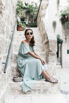 Look boheme robe hippie chic femme bien habillée robe longue et sandales