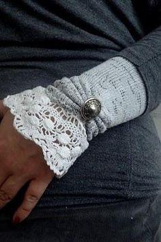 Fabulous Crochet + Sock Wrist Warmers {Tutorial}via Tip Junkie Creative idea! Love!