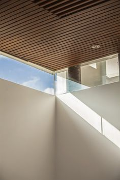 architecture-wood-ceiling-white-beadboard-ceiling-lights-twin-courtyard-house-outstanding-twin-house-design-with-twin-courtyard-design-ideas/ SULTANGAZI SEARCH Wooden Ceilings, Ceiling Beams, Ceiling Lights, Courtyard Design, Courtyard House, Window Sill Decor, Flat Roof House, White Beadboard, Contemporary Architecture