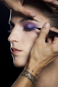 Step 4: Extend Eyeliner Stylo beyond the outer corner of the upper lash line, adding a slight upward wing