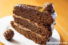 En stor og himmelsk god luksussjokoladekake for deg som virkelig elsker Det søte liv! Chocolate Dreams, Banana Bread, Food And Drink, Baking, Desserts, Life, Bread Making, Patisserie, Backen