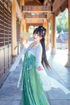Part of a hanfu photoset by Lofter user minisky424
