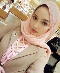 Joy Revfa Sofia Beautiful Muslim Women, Beautiful Hijab, Hijabi Girl, Girl Hijab, Arab Girls, Muslim Girls, Muslim Fashion, Hijab Fashion, Islamic Fashion