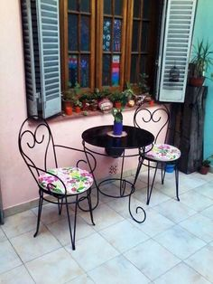 #AccentChairsForSale Outdoor Chairs, Outdoor Furniture Sets, Outdoor Decor, Dressing Table With Chair, Accent Chairs For Sale, Iron Table, Desk Chair, Wooden Tables, Table And Chairs