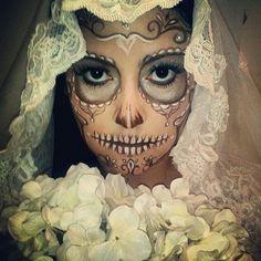 The 12 coolest Dia de los Muertos looks for Halloween! Looks Halloween, Cool Halloween Makeup, Theme Halloween, Fall Halloween, Halloween Costumes, Halloween Bride, Skeleton Costumes, Photoshoot Idea, Theatrical Makeup