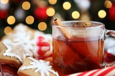 21 Easy Drink Recipes for Christmas - this collection includes all Christmas drink recipes you can make in your slow cooker.