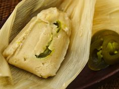 Tamales with Cheese and Jalapeño Filling; Filled with cheese from Oaxaca Mexico, sautéed onion and sliced jalapeño chiles , these vegetarian tamales have lots of flavor. Note: replace meat stock with vegetable stock. Tamales Gourmet, Vegetarian Tamales, Vegetarian Recipes, Healthy Recipes, Mexican Dishes, Mexican Food Recipes, Ethnic Recipes, Mexican Meals, Mexican Cooking