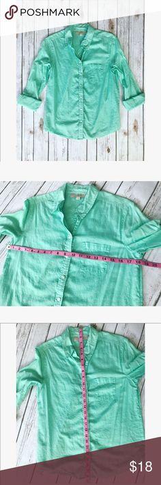 🎀 Beautiful LOFT button down summer shirt 🎀 💝 Beautiful LOFT button down summer shirt, size s please see pics with measurements 💝 LOFT Tops Button Down Shirts
