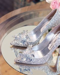 hochzeitsschuhe jimmy choo The most enchanting you will ever seeactually wearing and walking in them is Pretty Shoes, Beautiful Shoes, Cute Shoes, Me Too Shoes, Stilettos, Pumps, High Heels, Dream Shoes, Crazy Shoes